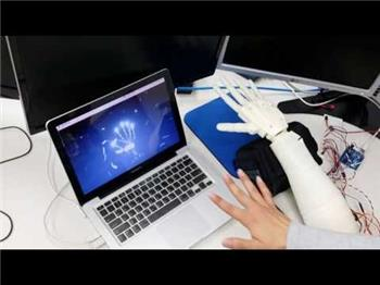 Leap Motion Combine With Ez-Builder To Control In Space